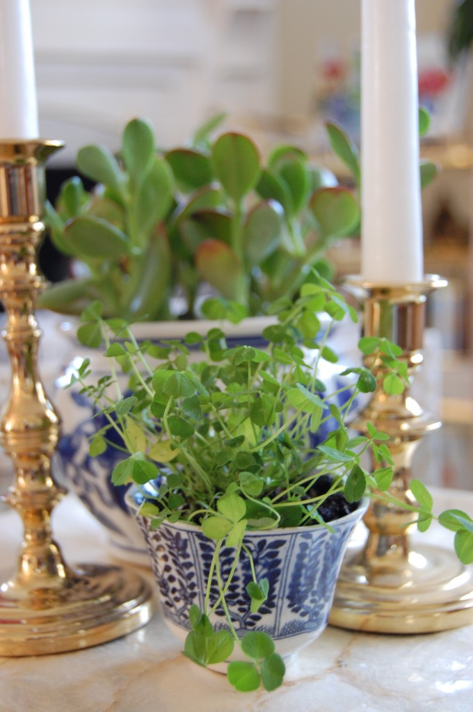 Blue & White Porcelain with Greenery // Pursuing Vintage