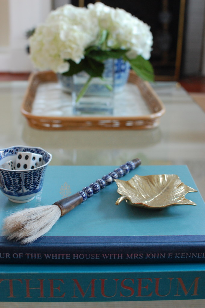 Coffee table styling / blue and white / Pursuing Vintage